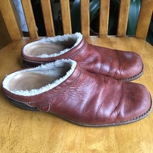 UGG Shoreham brown clogs